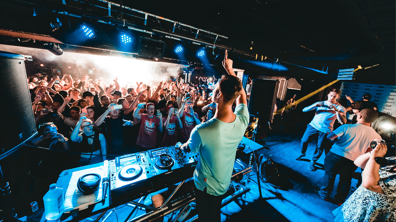 5 ways to add live performance to your DJ set - Mixed In Key
